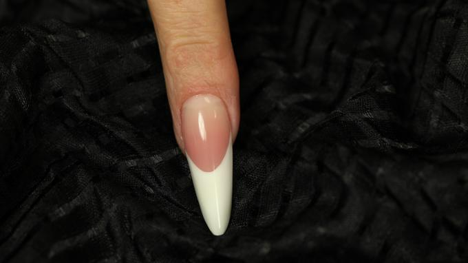 Gothic Almond nail with gel