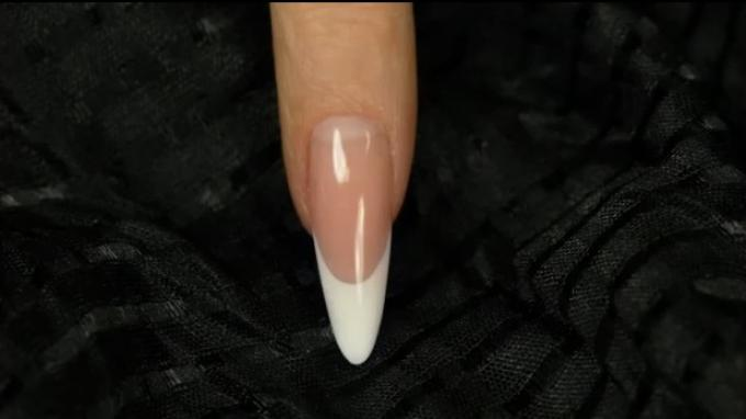 Classic Almond nail with gel